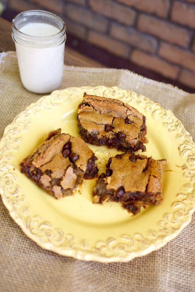 Chocolate chip and peanut butter chickpea blondies